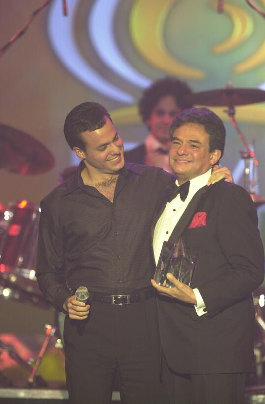 Gran celebración por 30 años de carrera de Juan Gabriel en la entrega de...