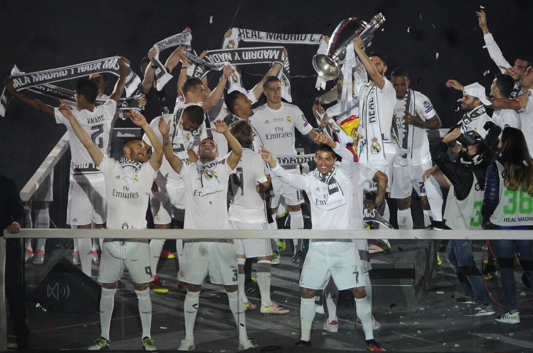 Las mejores imágenes de los 115 años de historia del Real Madrid llenos...