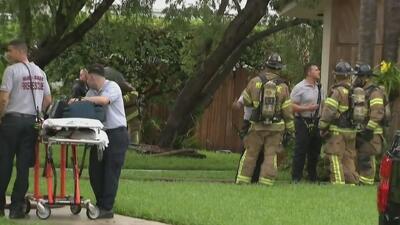Una casa del sur de Florida se prende en llamas tras ser impactada por un rayo