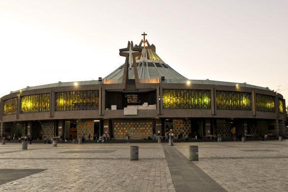 Esta es la Nueva Basílica de  Guadalupe. La primera piedra se ben...