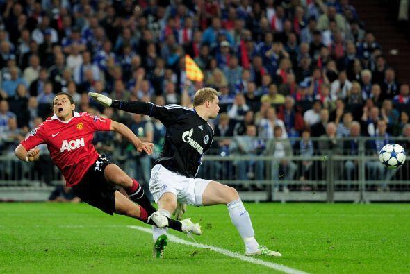En esta acción peleó el balón ante el arquer Manuel Neuer, pero todo aca...