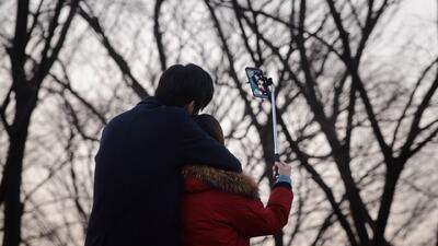 ¿Revisa el celular mientras tiene relaciones sexuales? Esto le podría pasar