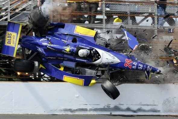 El auto de Convay voló tras chocar con Ran Hunter-Reay a más de 200 mill...