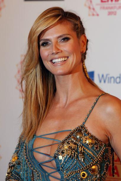 "Heidi Klum ató la trenza con un listón para cerrar con ""broche"" de oro s..."