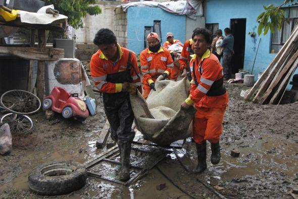 Un alud provocado por las fuertes lluvias dejó a varios sin casas...