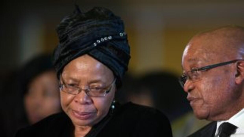Graça Machel, viuda de Nelson Mandela, renuncia a reclamar el 50 por cie...