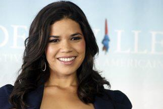 La actriz hispana America Ferrara se sumó a la larga lista de per...