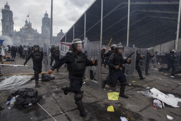 Elementos de la Policía Federal en México derribaron barri...