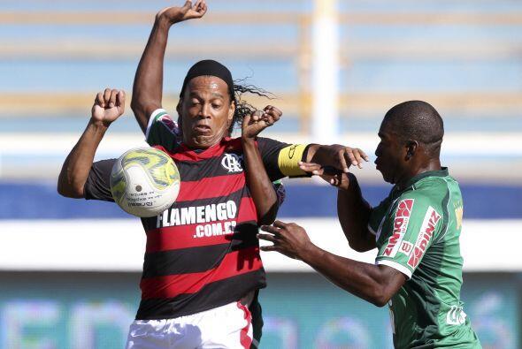 Uno, dos, tres...¿cuantos brazos tiene Ronaldinho?.