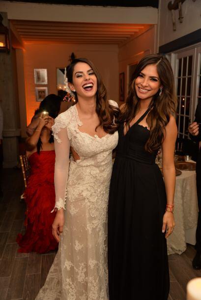 Aquí la foto de dos bellezas que son felices y triunfadoras. ¡Felicidade...