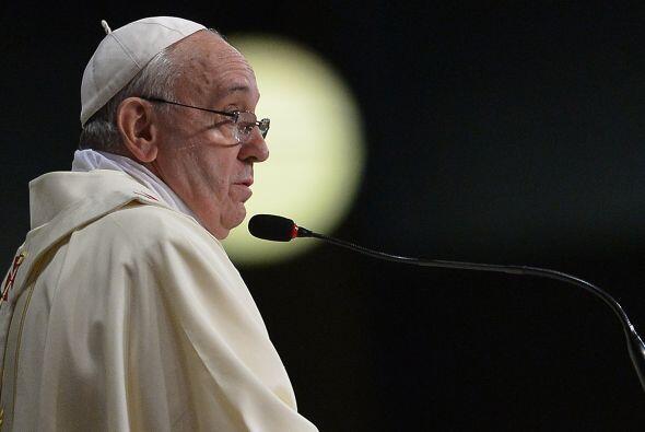 2014- 7 de febrero   En un discurso a los obispos polacos exhortó a la i...