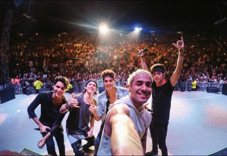 """Su primera gira como artista principal """"Más Allá Tour"""" se presentó en 14..."""