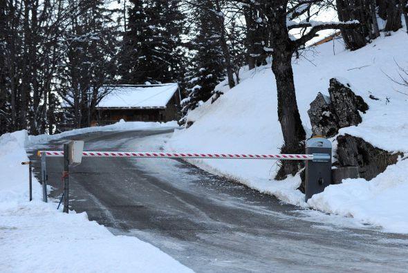 Autoridades en el centro de esquí Meribel, donde ocurrió el incidente, i...