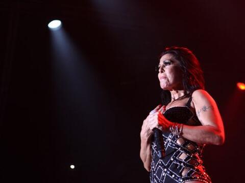 Alejandra entró al escenario a entregarle su corazón a Ind...