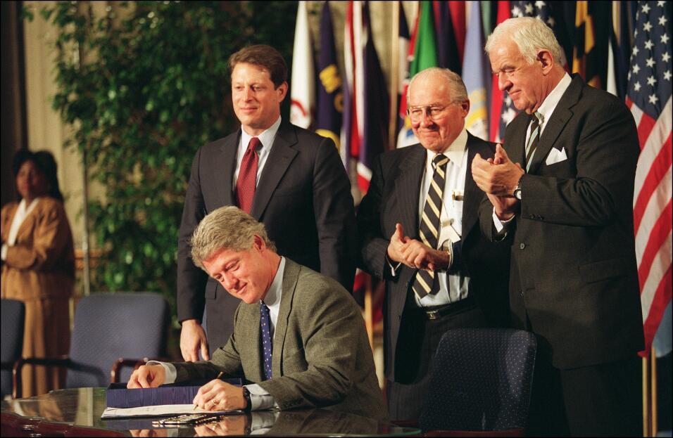 CLinton firma nafata diciembre 8 de 1993