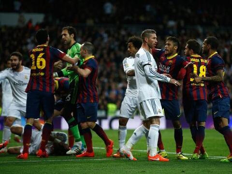 El Clásico español entre Real Madrid y Barcelona va m&aacu...