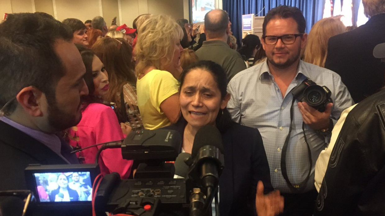 La colombiana Myriam Witcher celebra la victoria de Donald Trump en Nevada