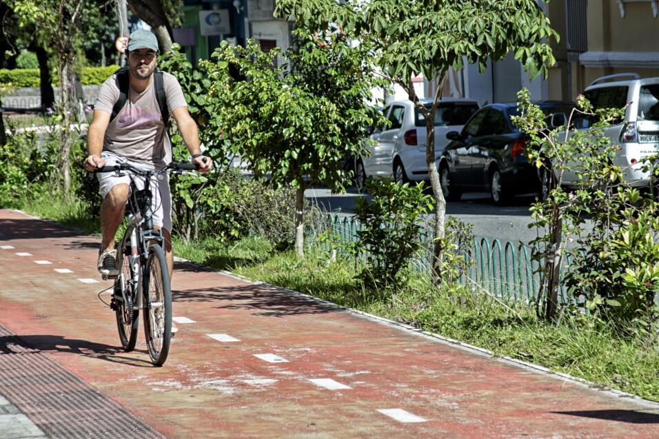 Caminar o andar en bicicleta, ¿qué es mejor ejercicio? iStock-477416306.jpg
