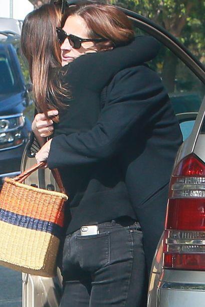 La famosa recibió muchos abrazos cálidos.