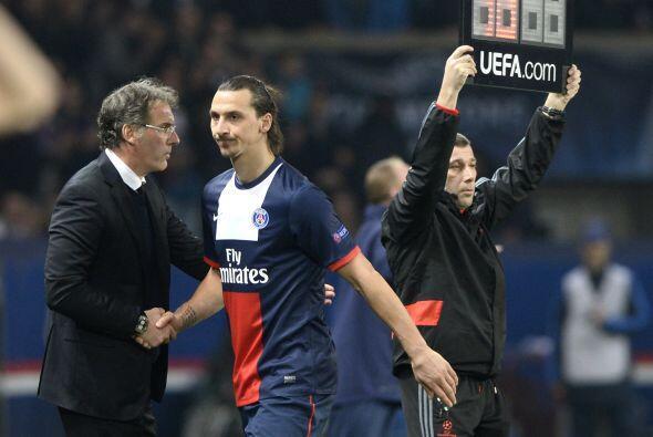No hubo goles para Zlatan Ibrahimovic, que dejó el campo para descansar....