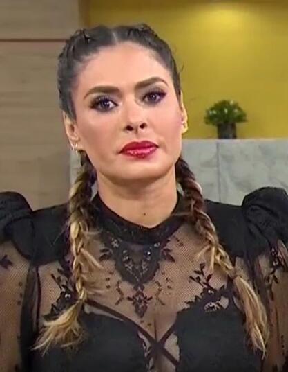 Galilea Montijo cabello