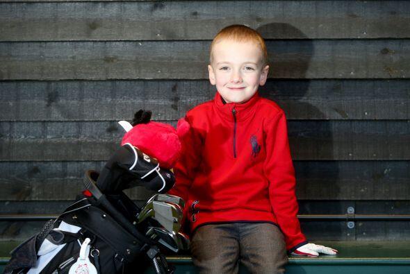 Ben adora jugar golf y está seguro de que quiere seguir practicando este...