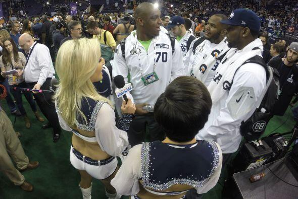 Los Seattle Seahawks llenaron de colorido el US Airways Center en el Med...