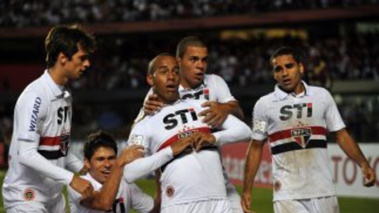 Sao Paulo logró clasificar a octavos de final luego de quitarle el invic...
