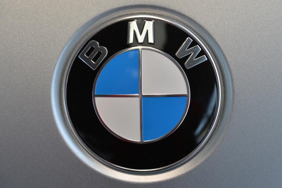ARCHIVO - En esta foto del 19 de marzo del 2014 se ve el logo de BMW. La...