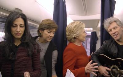 La campaña de Clinton hace el reto del maniquí para que la gente se muev...