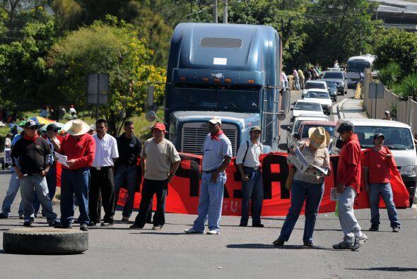 Incluso han bloqueado carreteras para exigir al gobierno de Lobo las gar...