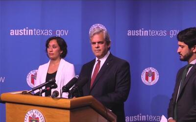 El alcalde de Austin pide al juez federal Orlando García que bloqueé la...