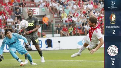 Standard y Ochoa remontaron ante el Ajax y se mantienen con vida