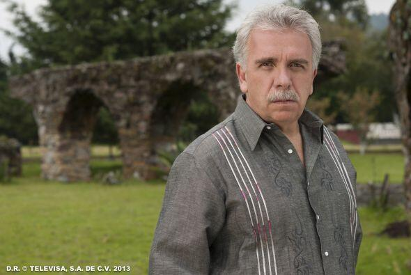 """José Elías Moreno interpreta a """"Mauro Montesinos"""", el dueño de la cafeta..."""