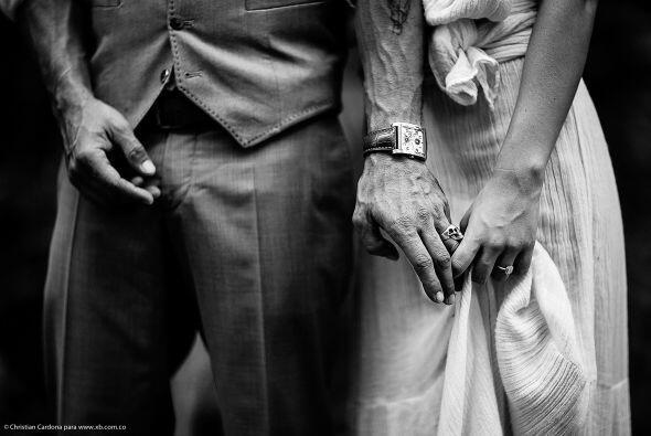 Antes del enlace, la pareja realizó una bella sesión de fotos donde derr...