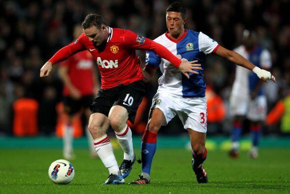 Peor el gol no llegaba, ni Wayne Rooney y su peligrosidad en el área riv...
