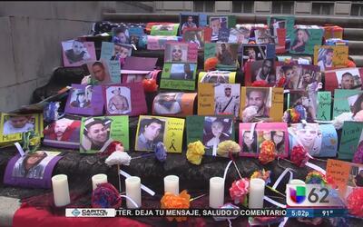 Miembros de la Universidad de Texas recuerdan a las víctimas de la masac...
