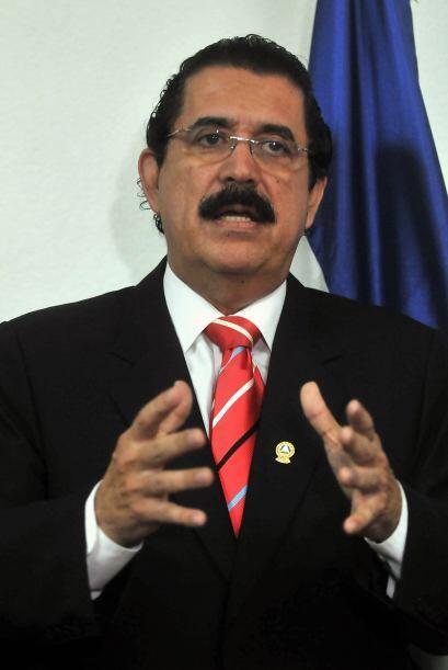 Zelaya fue derrocado el 28 de junio de 2009, por  tratar de hacer un ref...