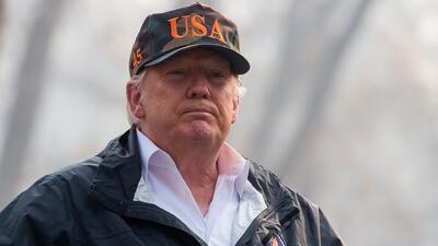Trump se reúne con los afectados del tiroteo en Thousand Oaks en medio de su visita a California