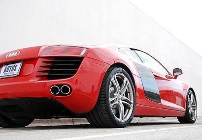 El R8 acelera de 0 a 60 millas por hora en solo 4.4 segundos.