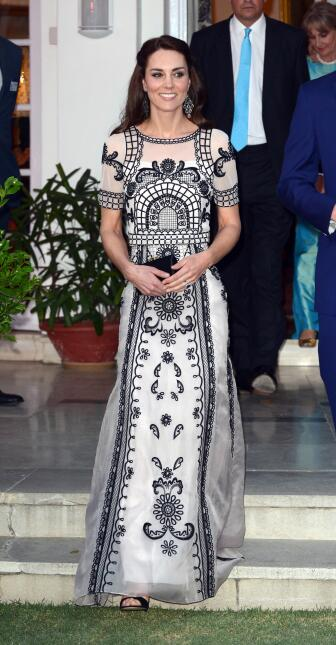 Los 50 mejores vestidos que usó Kate Middleton en 2016 GettyImages-52043...