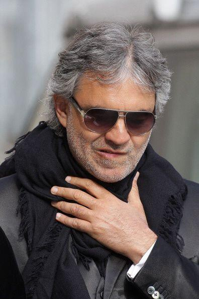 Alberga el hogar de Andrea Bocelli y Roger Moore, entre otros.