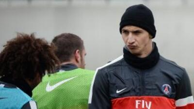 Zlatan no pudo evitar hacer referencia al barcelona cuando se le cuestio...