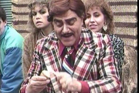 ¿Recuerdan este personaje? con peluquín y bigote salió a animar el show....