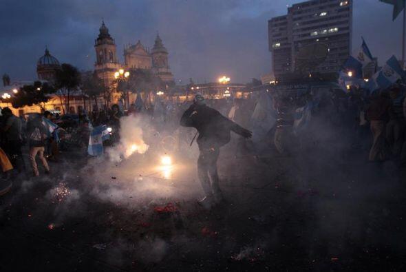Algunas luces se veían entre la noche. Eran los guatemaltecos que comenz...