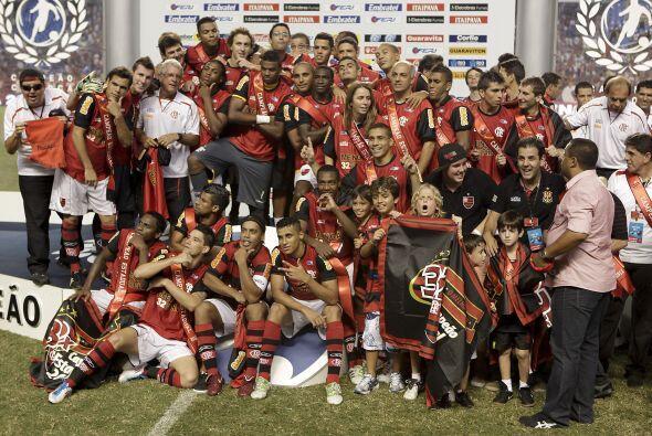Flamengo consiguió así su título número 32 en el Campeonato Carioca, tor...