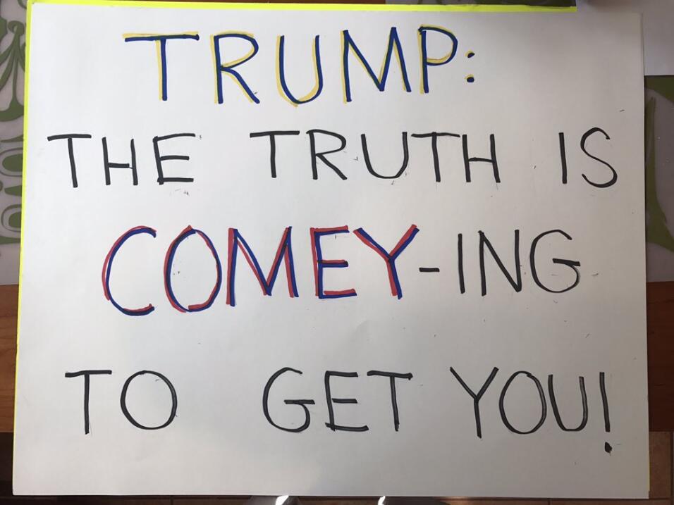 """""""Trump: la verdad está viniendo (el verbo 'coming', con un..."""