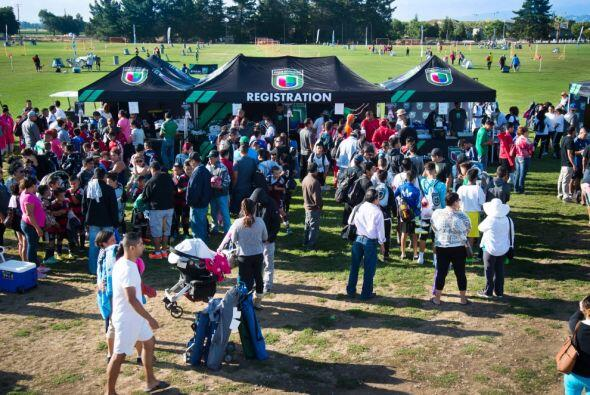 Chicos y grandes disfrutaron una vez más de la Copa Univision. La...