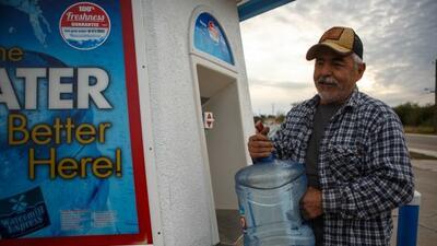 Mientras unas partes de Río Grande City tienen agua limpia, en otrassigu...