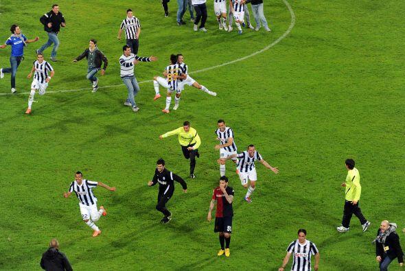 Mientras tanto, los festejos comenzaban en el campo donde jugó la Juvent...